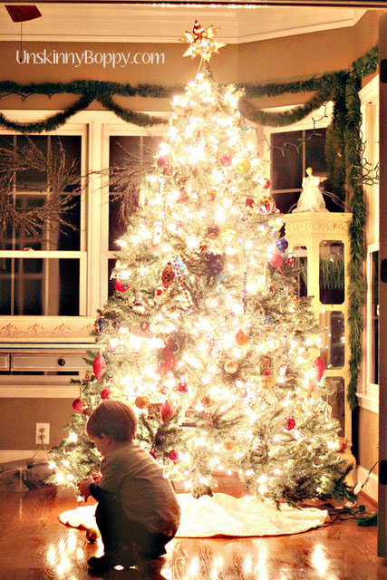 How to photograph kid in front of Christmas tree at night