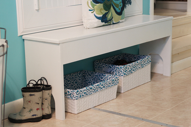 mudroom bench with baskets underneath