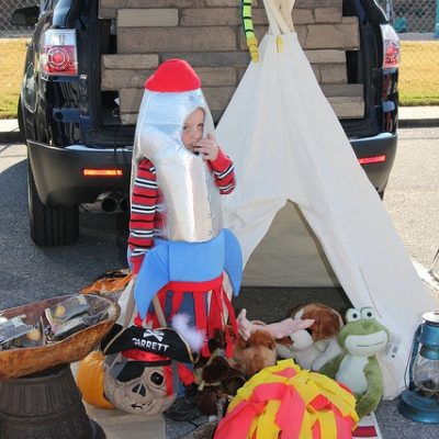 Trunk or Treat 2011: Campfires and rocket ships