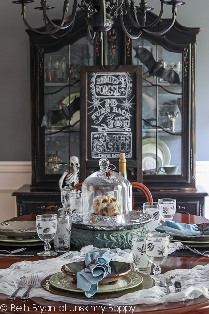 Halloween Decoration Ideas for a Devilish Dinner Party