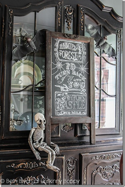 How to create chalkboard art without being artistic.  TRACE it!
