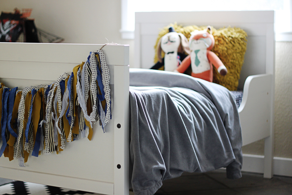 Big Boy Bed and toddler decorating ideas - a little glass box-4