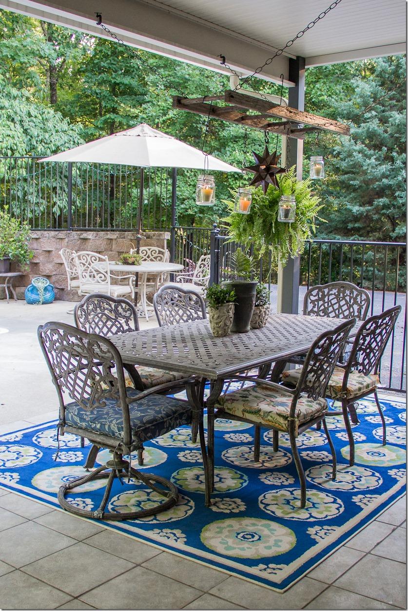 Gorgeous outdoor table entertaining area