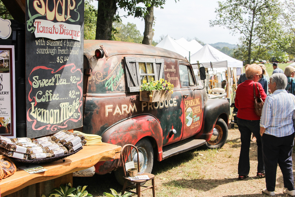 Food Vendors and cool old truck at Bella Rustica