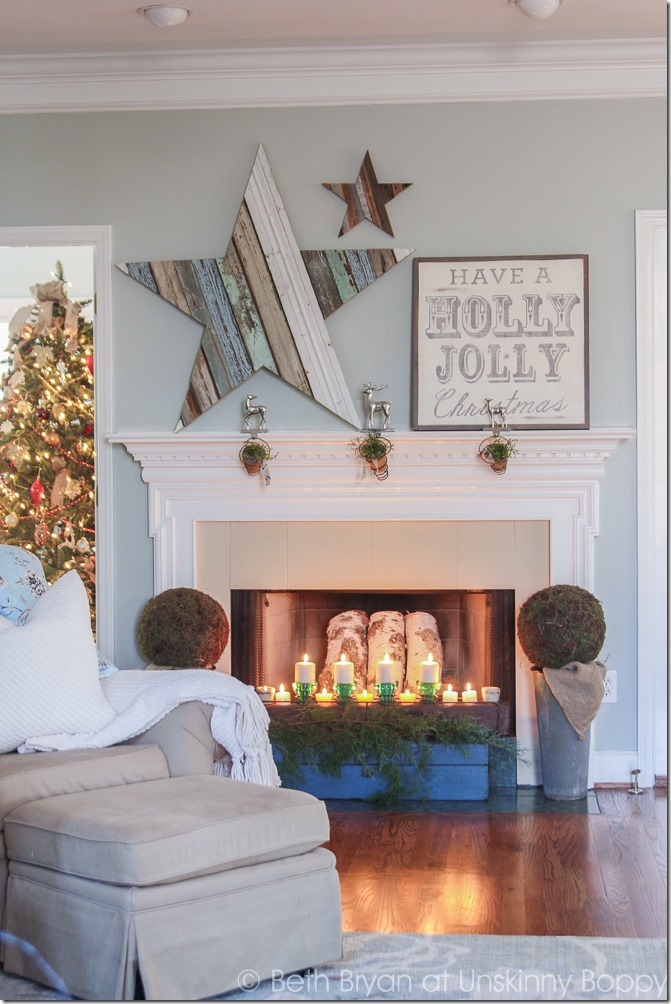 This DIY wood star mantlepiece is the perfect addition to your christmas mantel! Here's a tutorial on how to DIY this fun project.