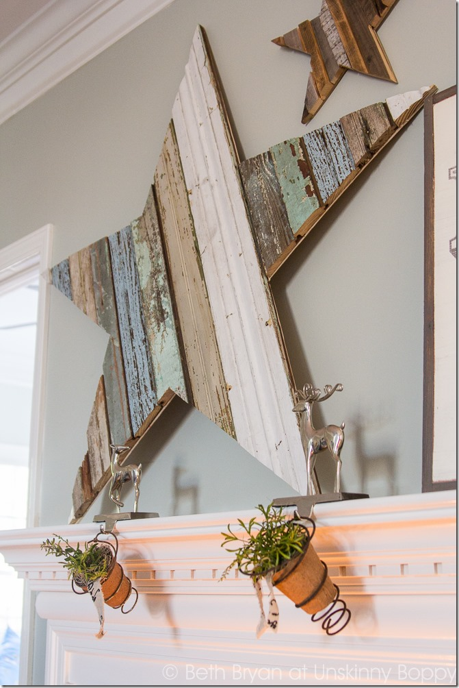 This statement mantlepiece is so perfect for the Christmas season? This DIY wood star mantlepiece is the perfect project and it will look amazing on your mantle.