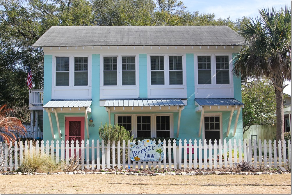 Little inns and cute bed and breakfast inns in Tybee Island, Georgia are a must see! The style is so casual and coastal chic, there is design inspiration everywhere!