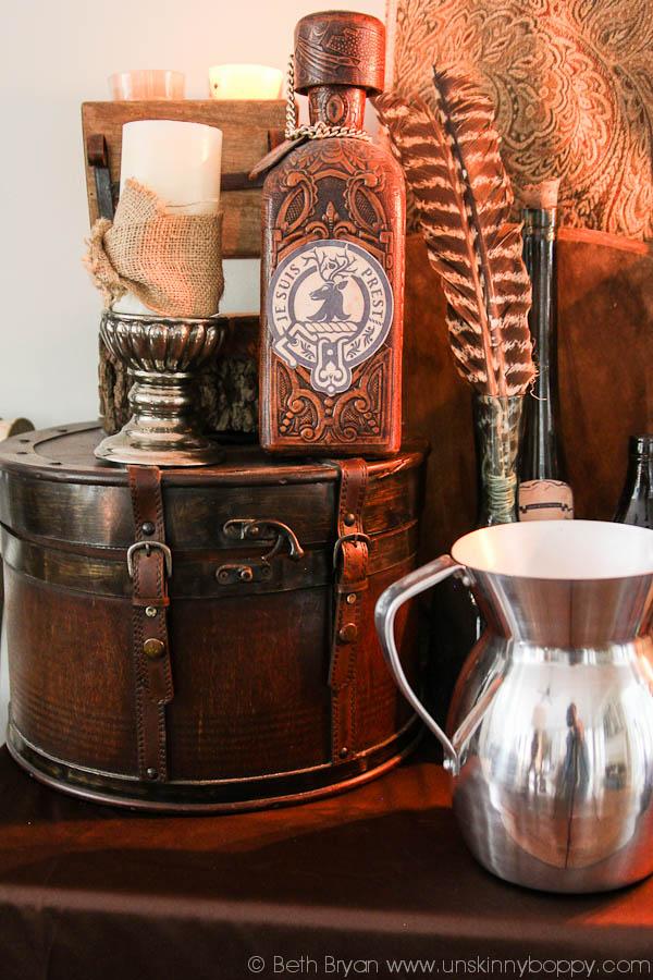 Outlander Party Ideas- Je Suis Prest on a whisky bottle