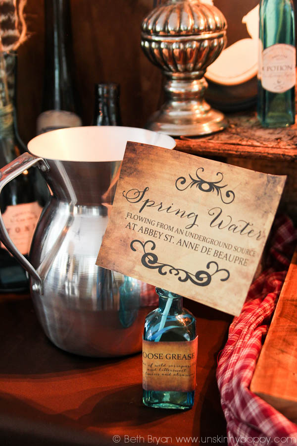 Looking for free printable Outlander premiere party Ideas, decorations & invitations? These freebies will make Claire and Jamie proud. Party on, Sassenachs!