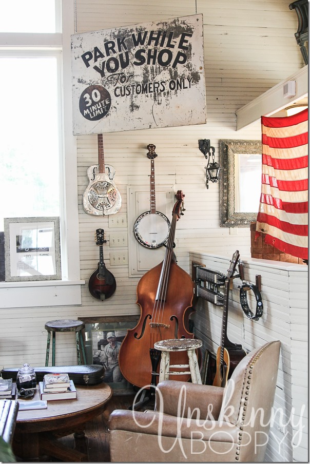 If you love to shop for antiques, Nashville is definitely your dream city. So many cute shops, hidden treasures, and amazing things to discover.
