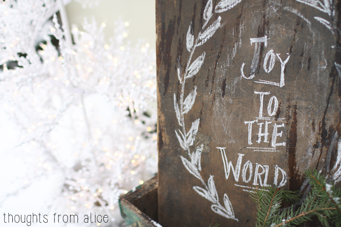 Chalk-Sign-on-Rustic-Wood-for-Christmas