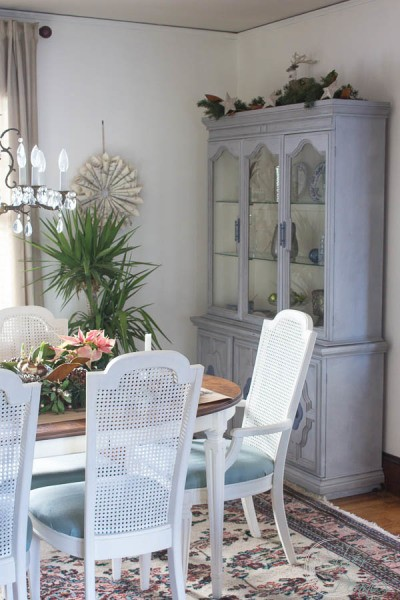 Christmas-in-the-Dining-Room-400x600