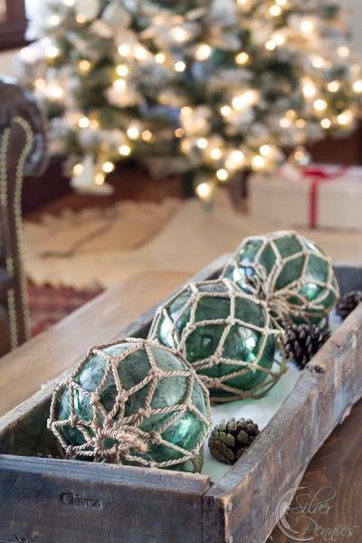 Coastal-Centerpiece-with-Christmas-Lights-400x600