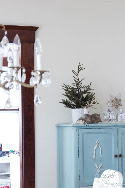 Dining-Room-for-Christmas-400x600