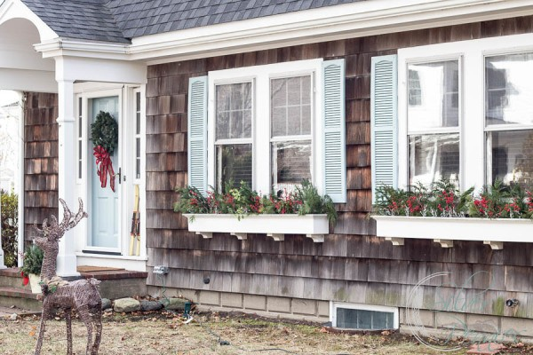 Exterior-of-our-home-at-Christmas-600x400