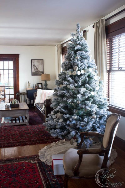 Living-Room-for-Christmas-with-Tree-400x600
