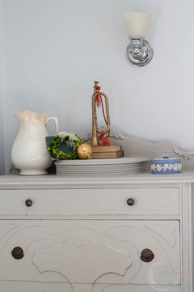 Painted-Dresser-and-Vintage-Christmas-400x600