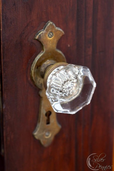 Rich-Stained-Door-with-glass-knobs-400x600