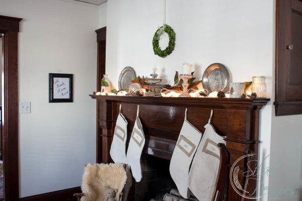 Vintage-mantel-for-Christmas-600x400