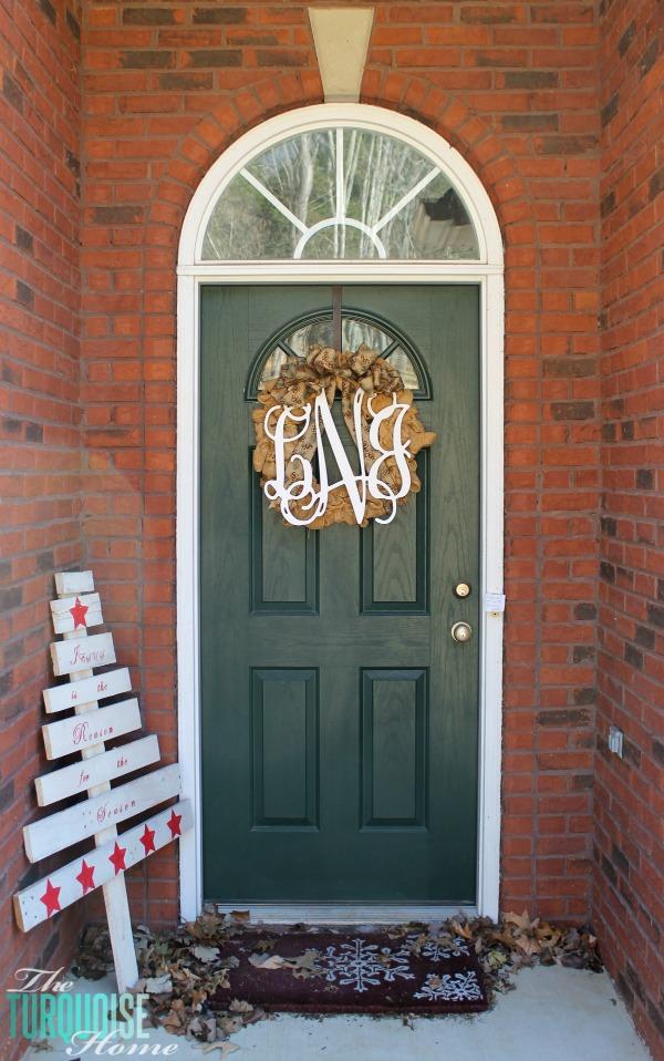 christmas-decorating-front-door