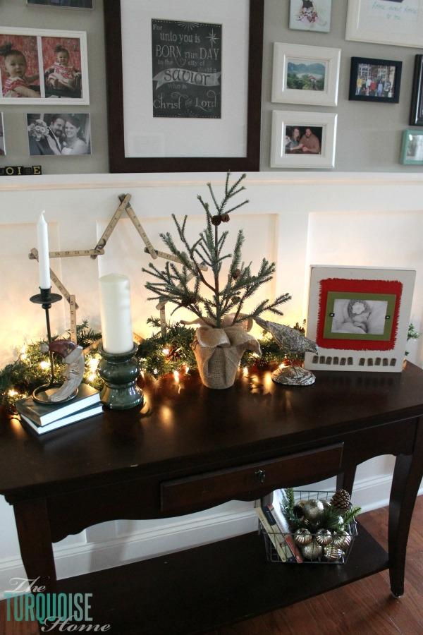 christmas-vignette-gold-ornaments