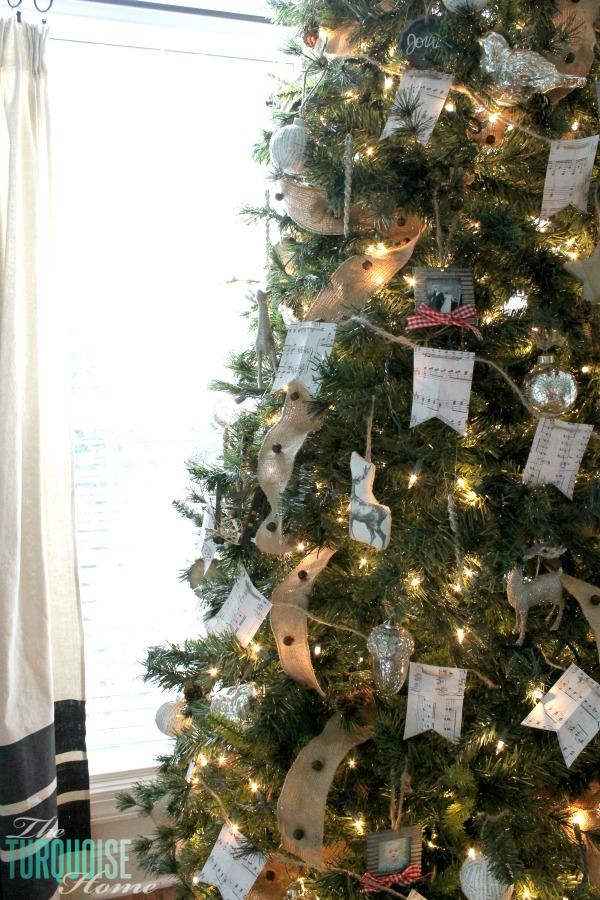 diy-scrapbook-paper-music-note-christmas-garland-2