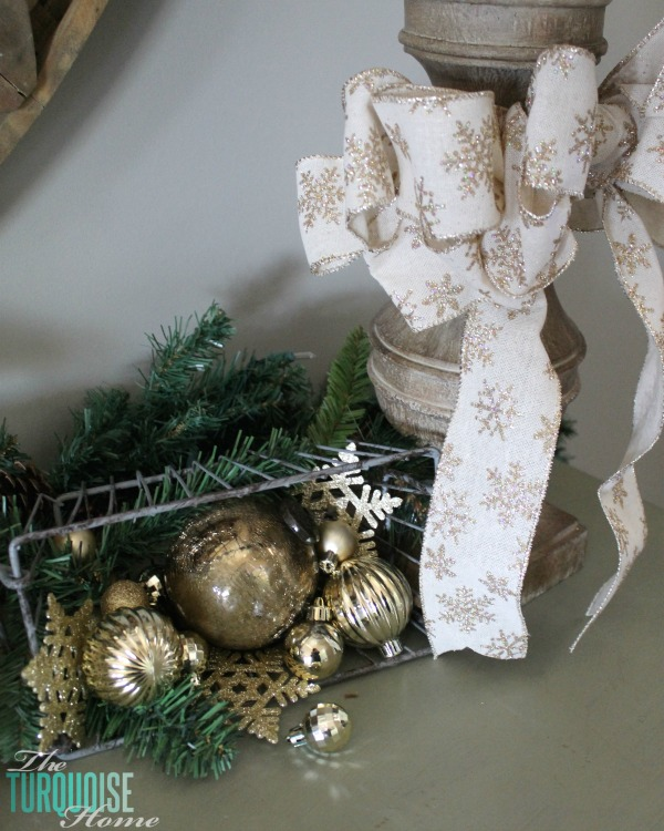 glittery-burlap-bow-gold-ornaments-christmas-decor