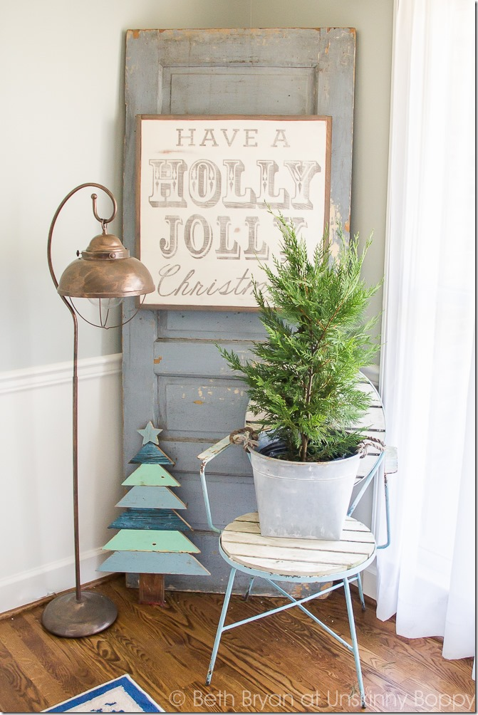 Holiday decorations for the foyer and staircase-- Great Christmas Decorating Ideas inside this post!