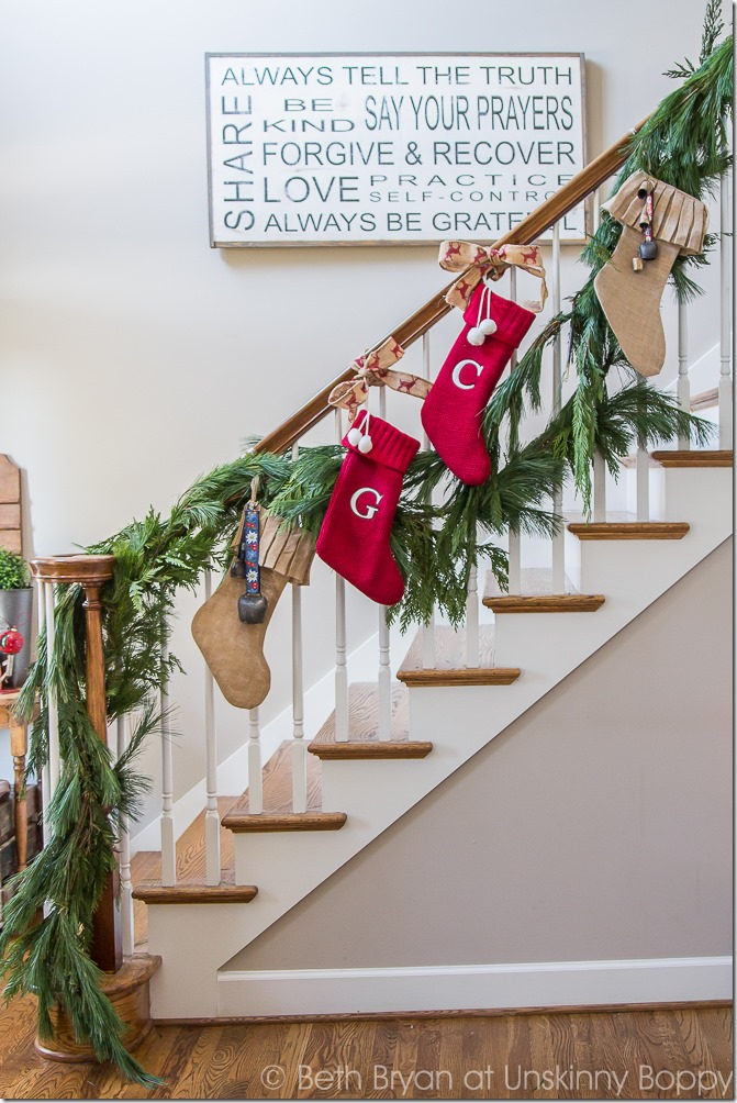 Holiday foyer and staircase decorations-- Great Christmas Decorating Ideas inside this post!