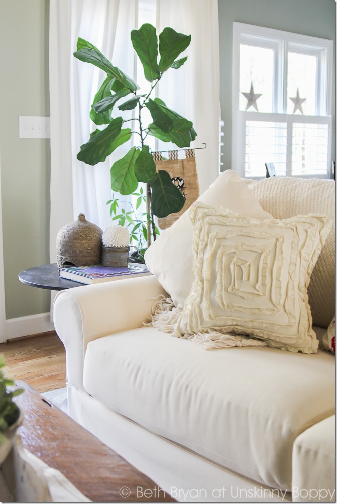 La-Z-Boy Beacon Hill Sofa | Spring decorating ideas | Cozy Spring Home Tour | www.unskinnyboppy.com