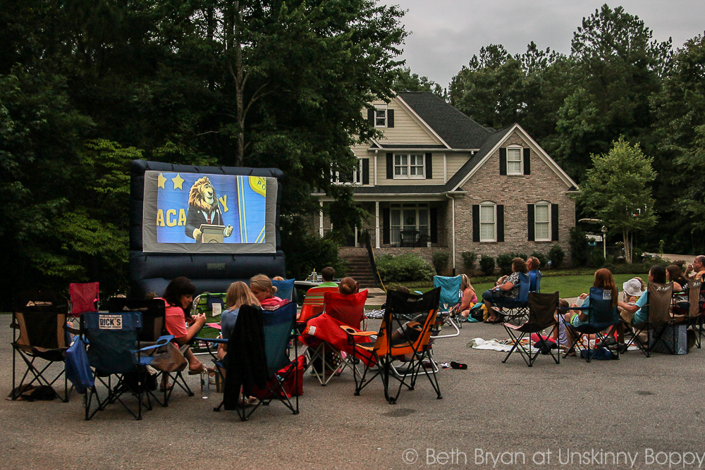 How to Host a Neighborhood Outdoor Movie Night-2