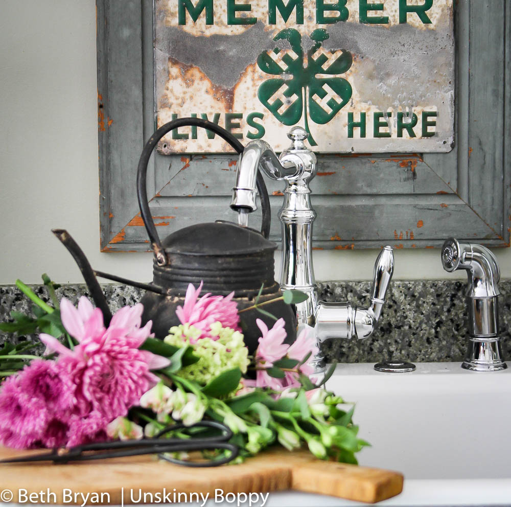 Moen Weymouth Kitchen faucet (farmhouse style) (4 of 15)