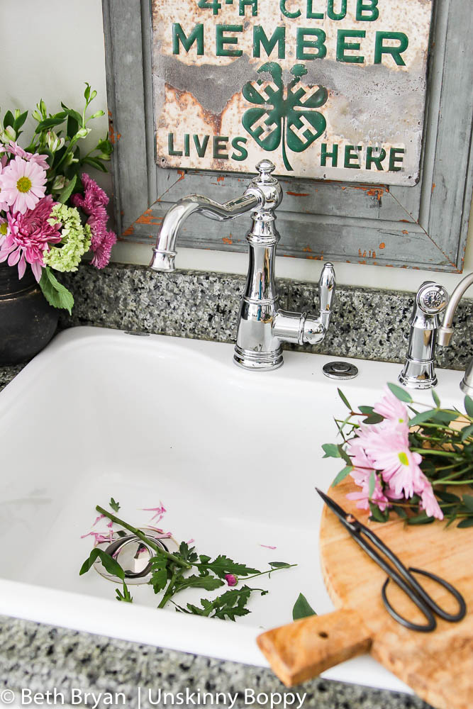 Moen Weymouth Kitchen faucet (farmhouse style) (6 of 15)