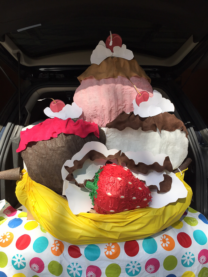 how-to-make-a-banana-split-trunk-or-treat-decoration-8