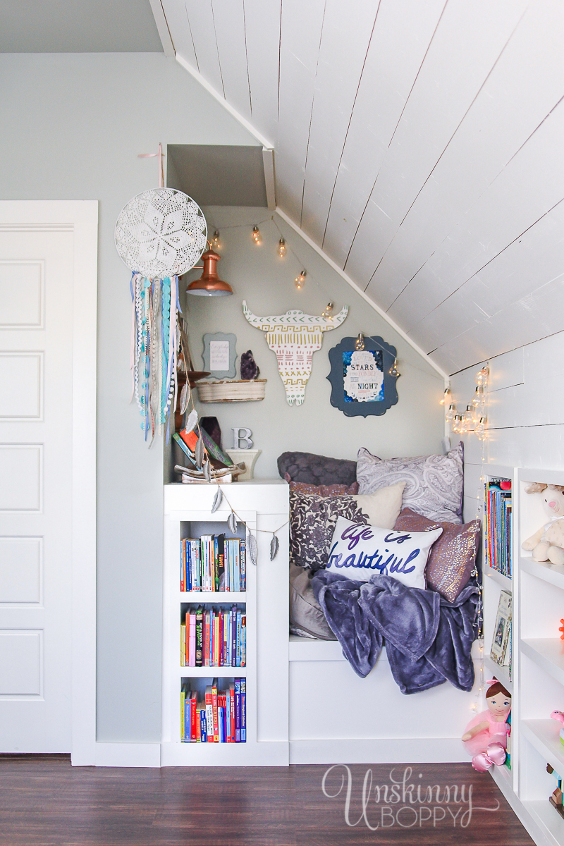 Cozy-Built-in-book-nook-in-attic-1