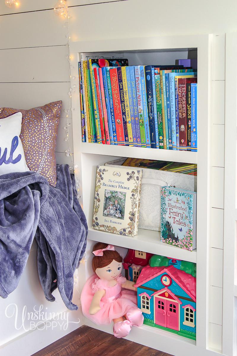 Cozy-Built-in-book-nook-in-attic-4