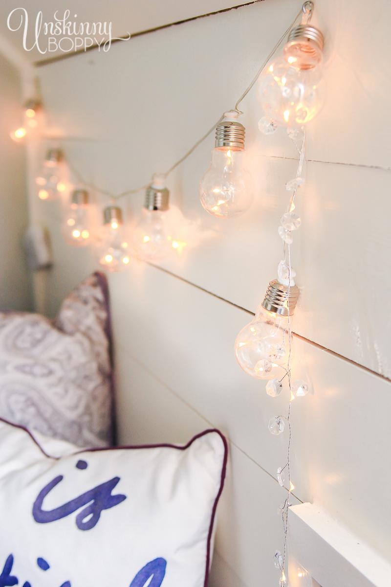 Cozy-Built-in-book-nook-in-attic-9