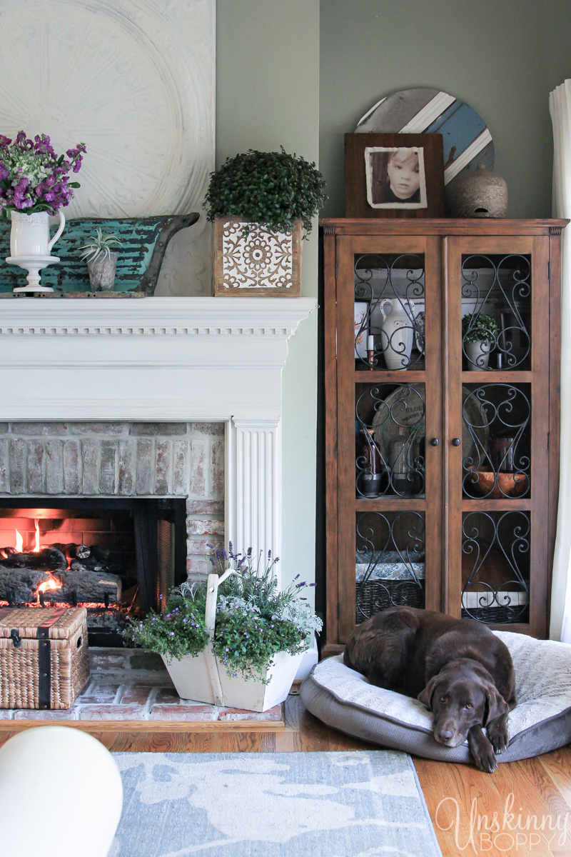 Pretty Spring home decor ideas- love the fireplace mantel decor