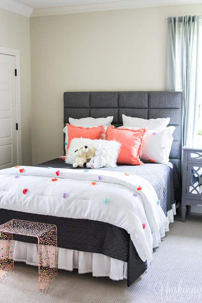 Teenage girl bedroom decor idea