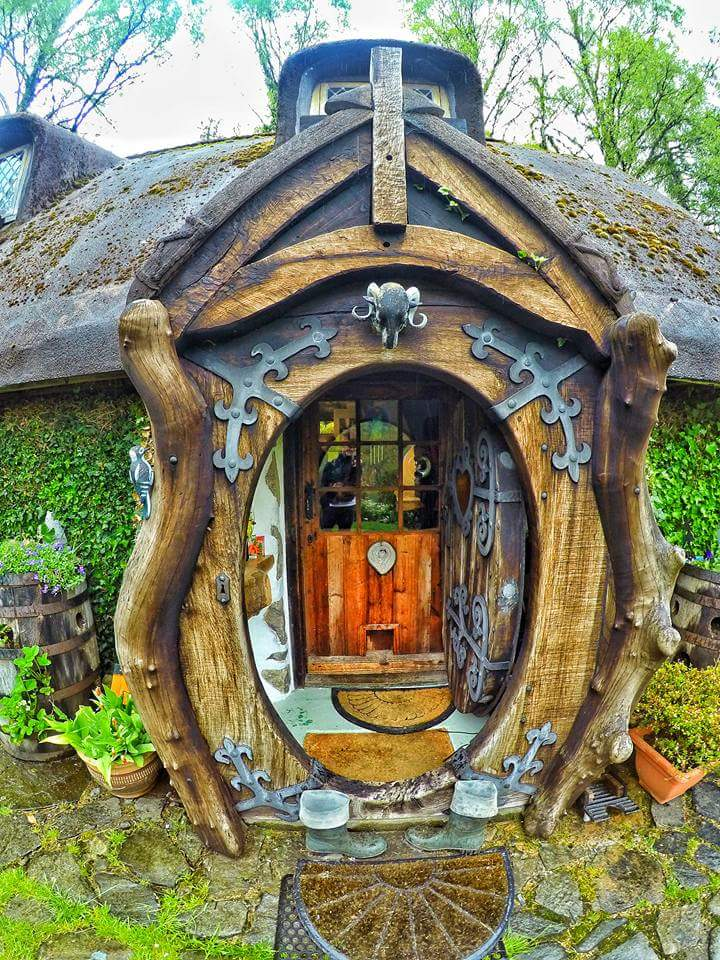 In 1984 He Began Whittling Tree Stumps And Repurposing His Neighboru0027s  Castoff Junk Into THE Most Incredible House In The History Of Ever.