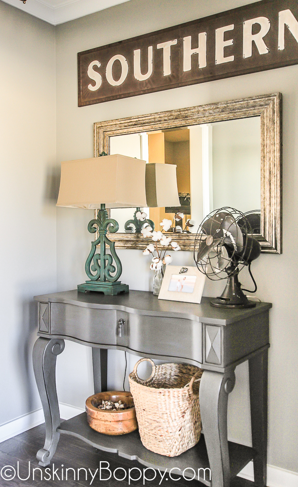 Entrance foyer table with southern decor