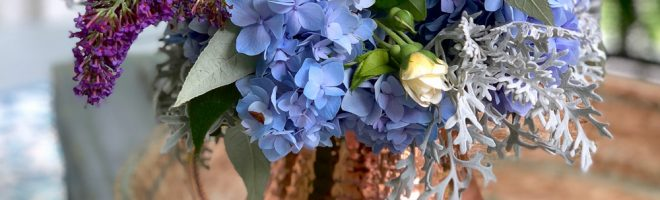 How to Arrange a Bouquet of Flowers from Your Garden