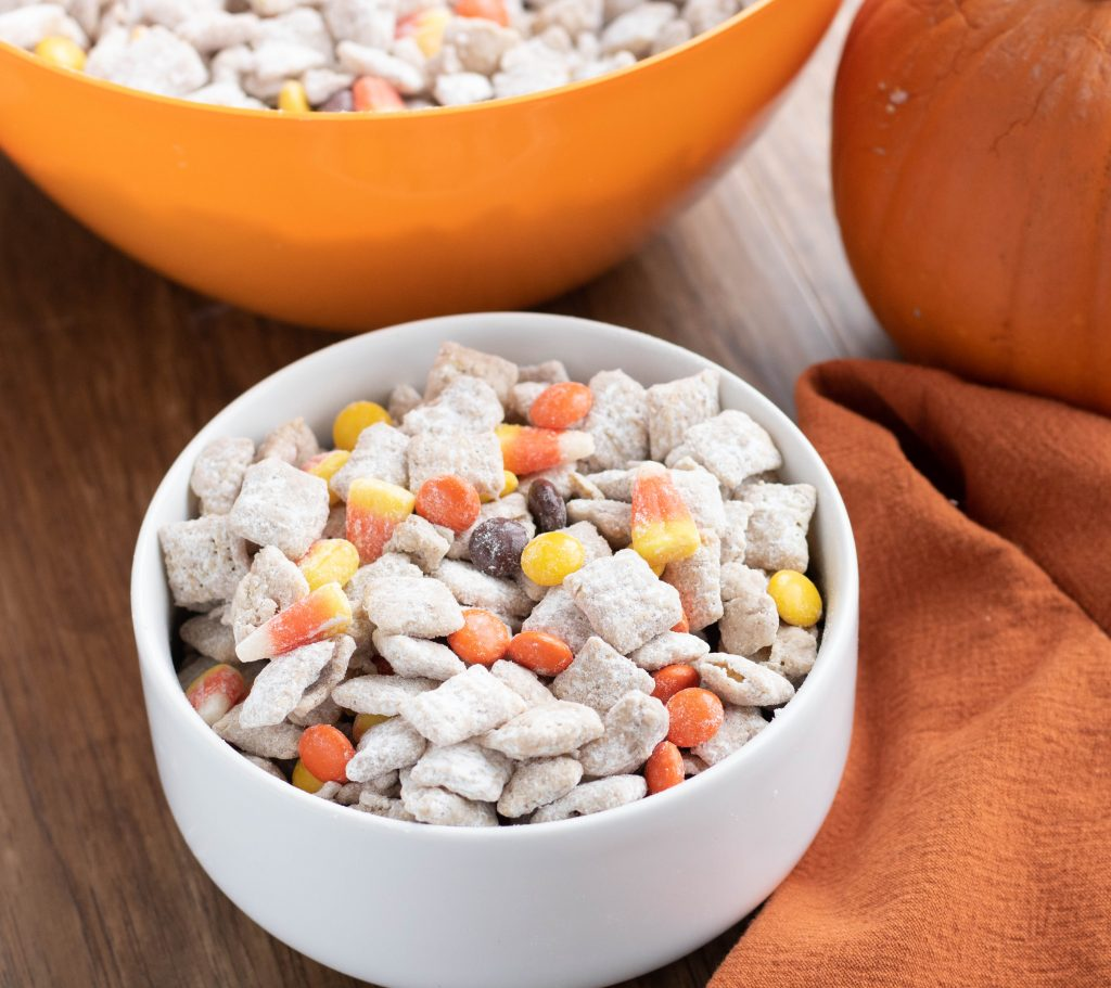 Love all things Pumpkin Spice? This Pumpkin Puppy Chow recipe is the perfect fall snack for a football game, Thanksgiving or Halloween party. #fall #snack #puppychow
