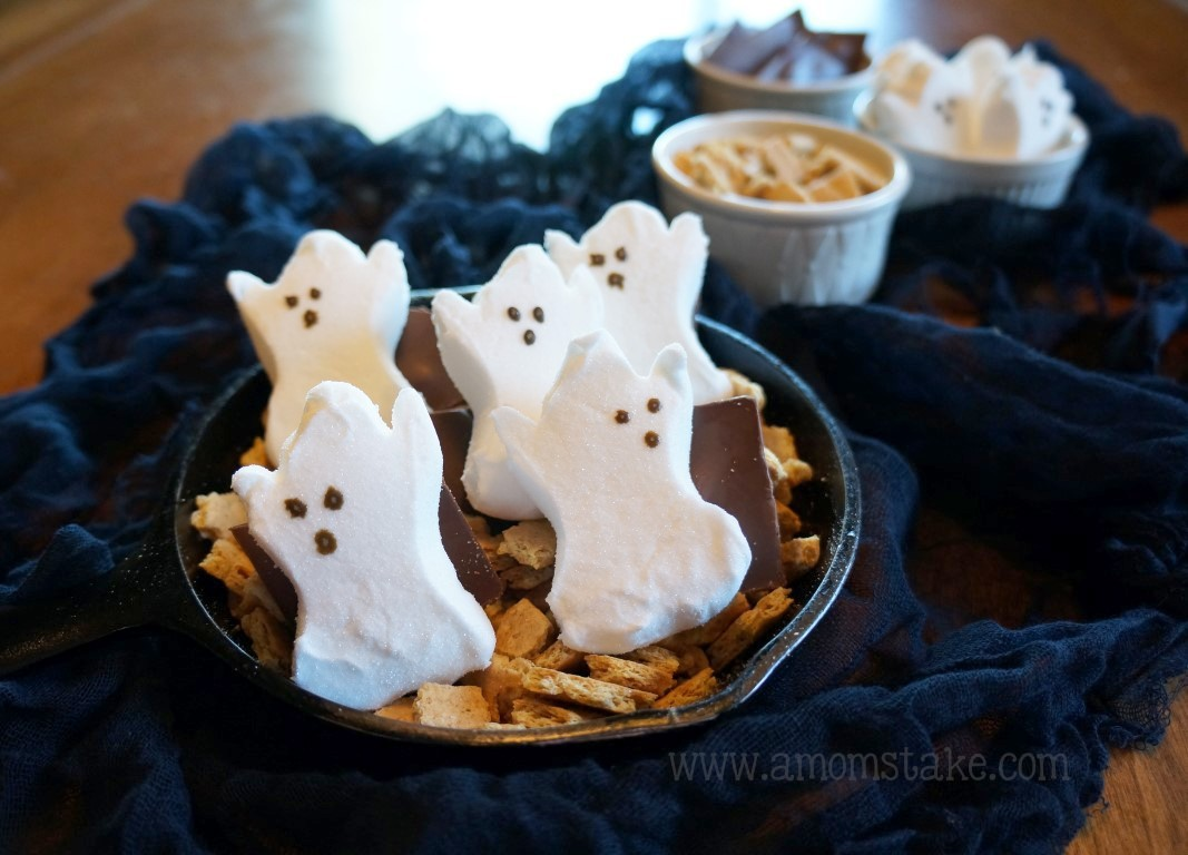 Halloween ghost smores dip