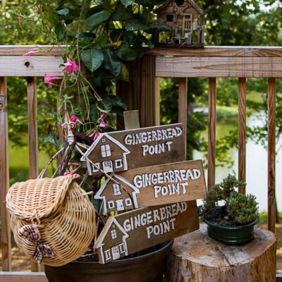 DIY-LAKE-HOUSE-SIGNS-ON-CEDAR