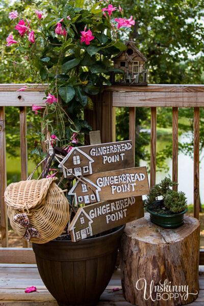 DIY-LAKE-HOUSE-SIGNS-ON-CEDAR