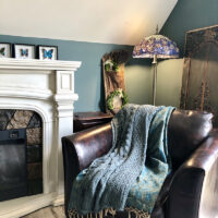 cozy-reading-corner-with-teal-walls