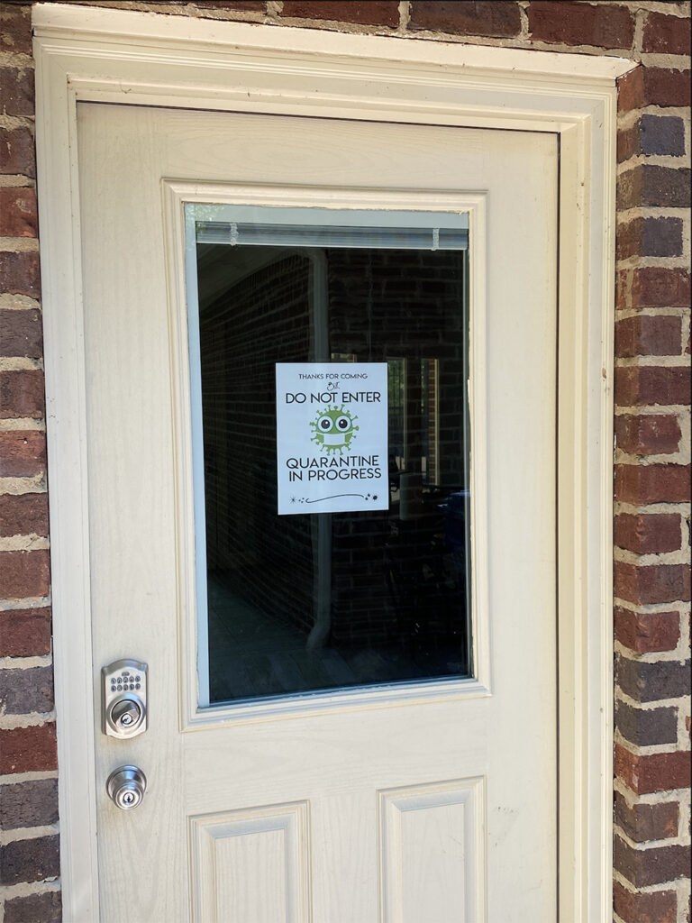 Free printable Quarantine Signs- Do not enter sign on door