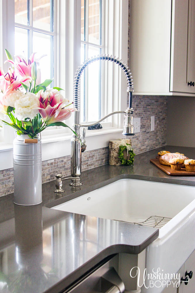 Kohler Whitehaven apron-front sink with farmhouse pull-down sink faucet